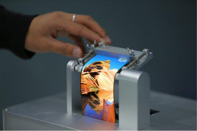 نمایشگر OLED خمیده