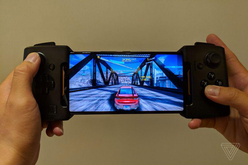 Asus ROG Phone 18 - گوشی مخصوص بازی ایسوس راگ (ROG Phone) با نمایشگر 90 هرتز، اسنپدراگون 845 به فرکانس 2.9 گیگاهرتز و داک های مخصوص معرفی شد
