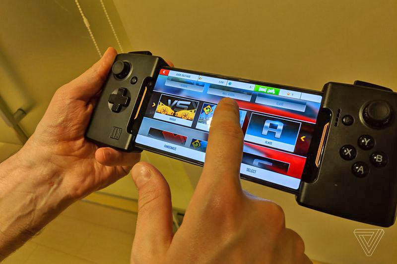 گوشی مخصوص بازی ایسوس راگ (ROG Phone) با نمایشگر 90 هرتز، اسنپدراگون 845 به فرکانس 2.9 گیگاهرتز و داک های مخصوص معرفی شد