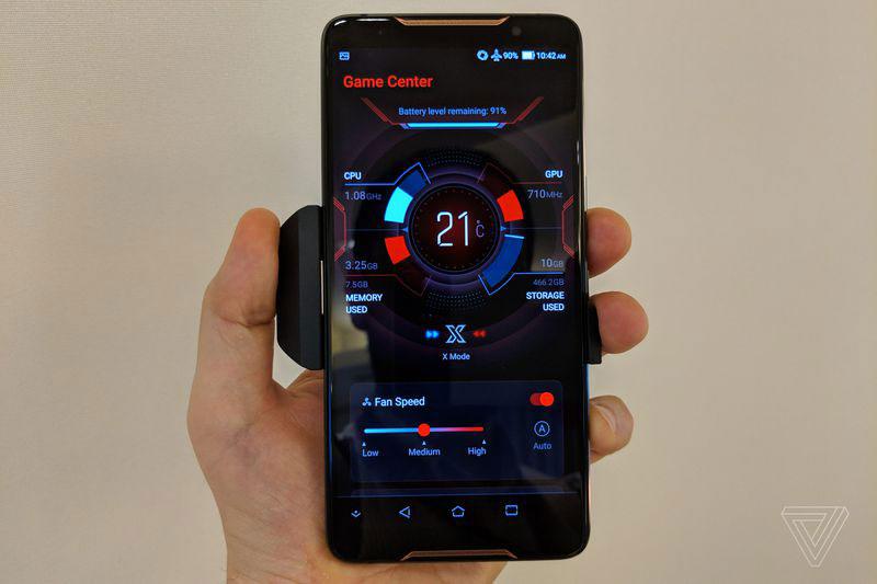 Asus ROG Phone 35 - گوشی مخصوص بازی ایسوس راگ (ROG Phone) با نمایشگر 90 هرتز، اسنپدراگون 845 به فرکانس 2.9 گیگاهرتز و داک های مخصوص معرفی شد