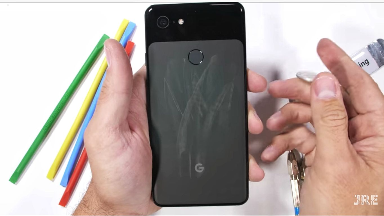 تست مقاومت گوگل پیکسل ۳ ایکس ال، شیشه مات پشتی خراشیده می شود؟