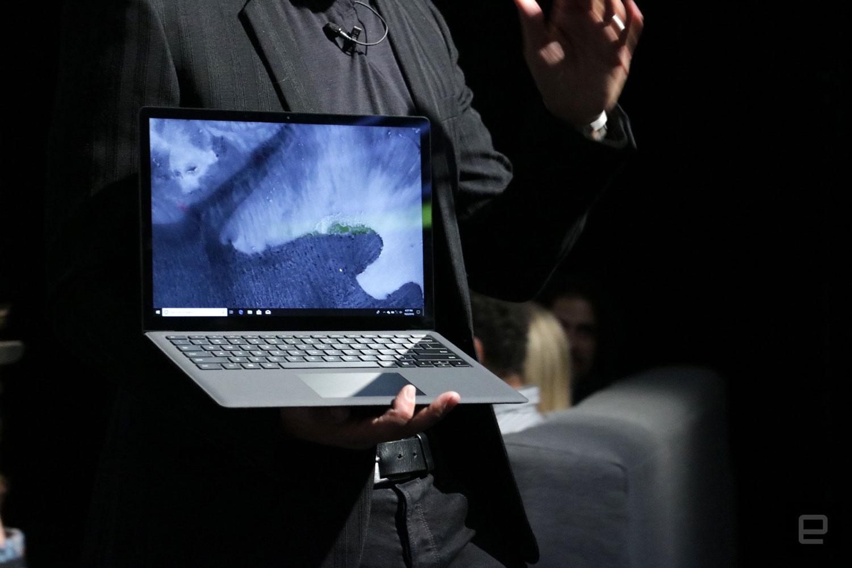 سرفیس لپ تاپ 2 با نسل هشتم پردازنده های اینتل و رنگ مشکی مات معرفی شد