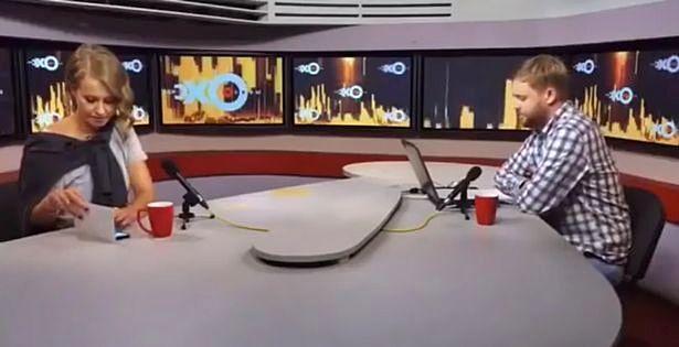 سفیر سامسونگ در انظار عمومی از آیفون X استفاده کرد و ۱.۶ میلیون دلار جریمه خواهد شد