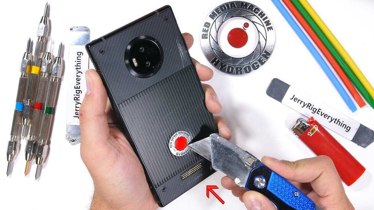 تست مقاومت گوشی RED Hydrogen One