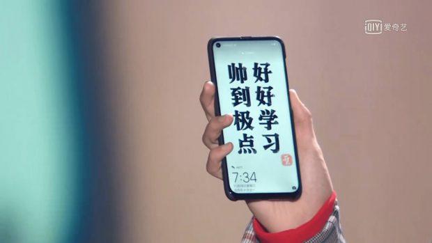 هوآوی نوا ۴ با سوراخ نمایشگر در یک برنامه زنده تلویزیونی دیده شد