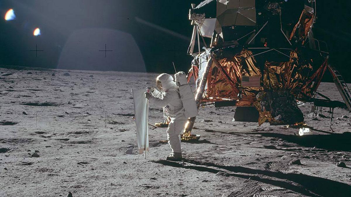 فرود روی ماه