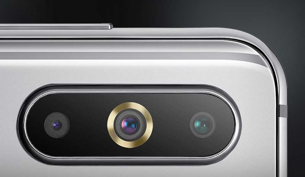 دوربین سه گانه گلکسی A8s