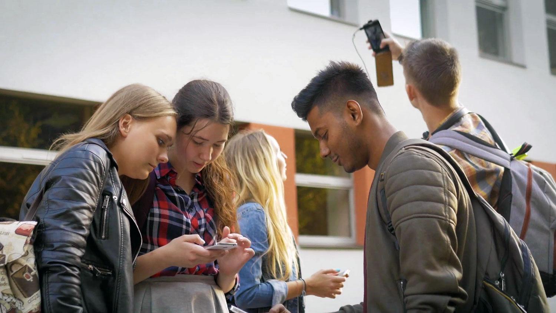 شبکه های اجتماعی اعتماد به نفس بیشتری به نوجوانان می دهد