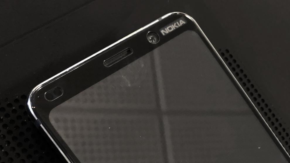 نمایشگر نوکیا ۹ بدون ناچ در تصاویری دیده شد