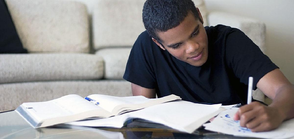 ۹ روش بسیار کم هزینه برای درس خواندن و یادگیری بهتر در خانه