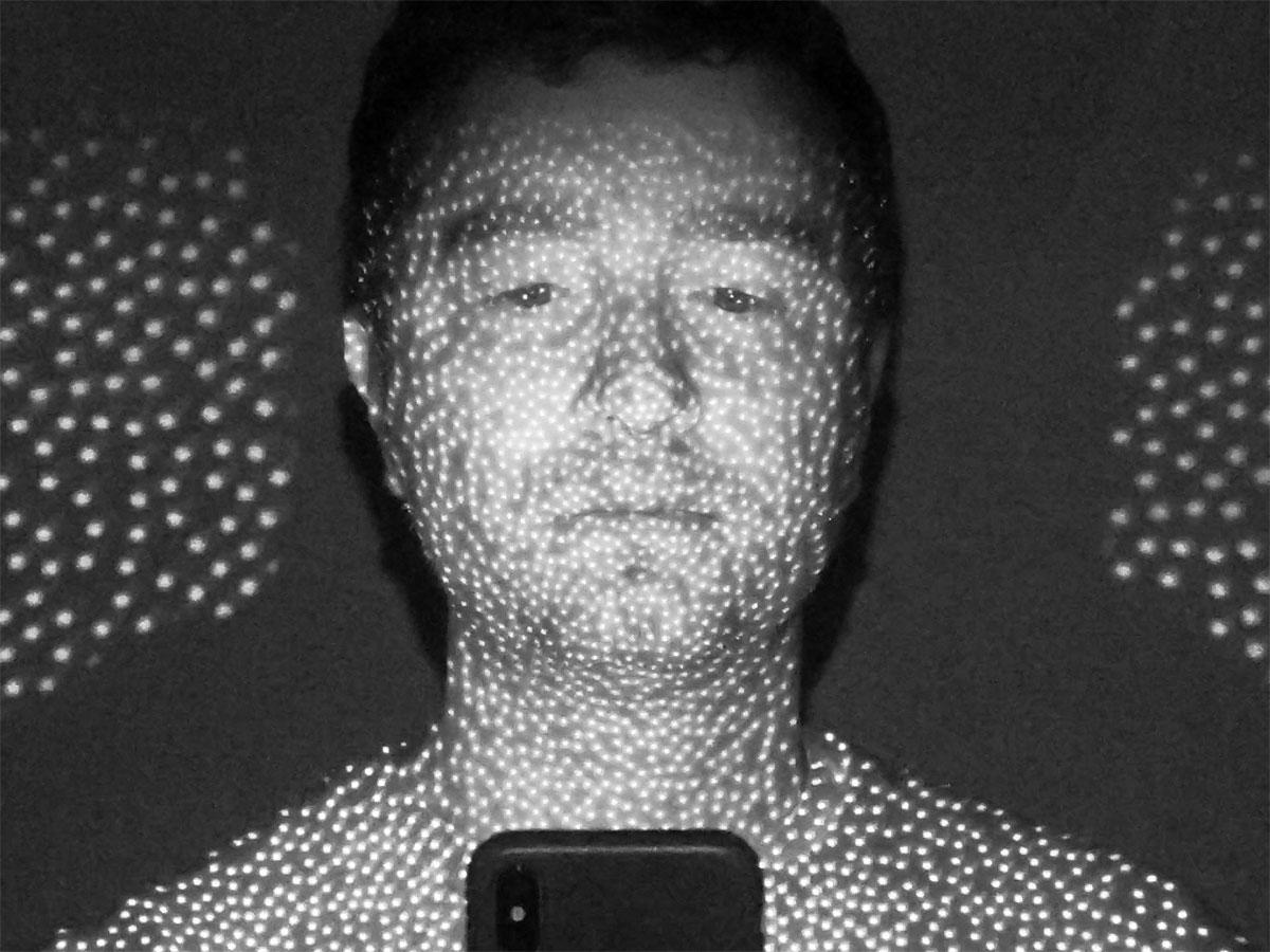 سیستم تشخیص چهره سه بعدی Face ID