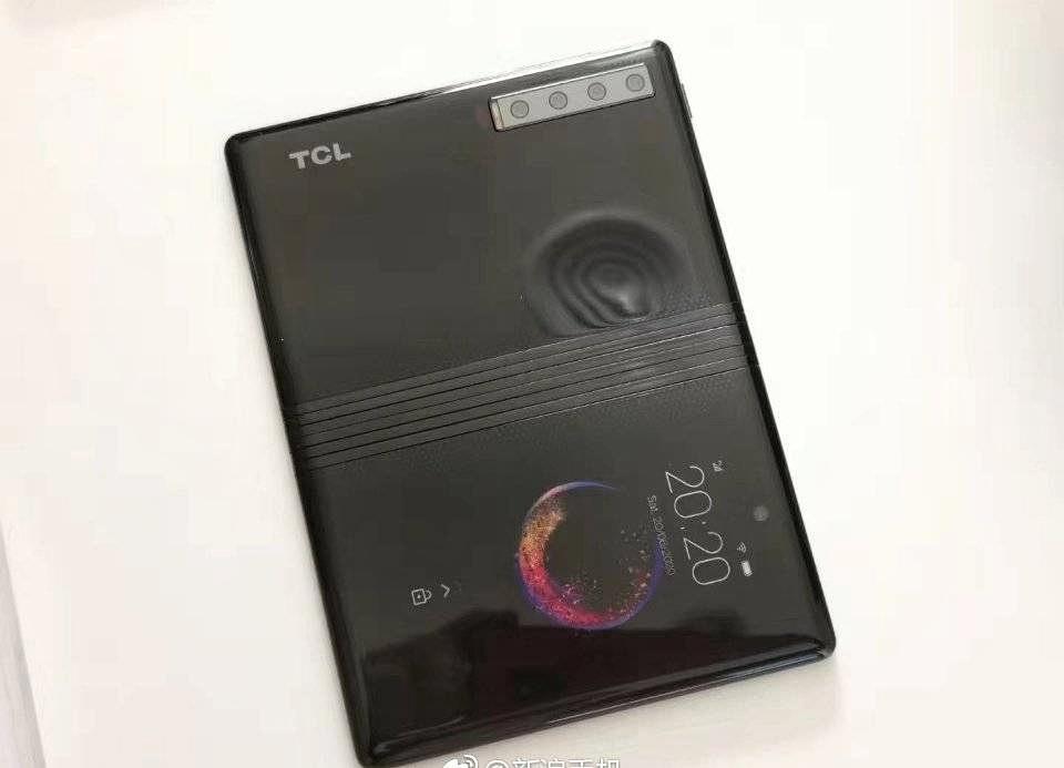 نمونه های گوشی تاشو TCL را با دوربین چهارگانه ببینید