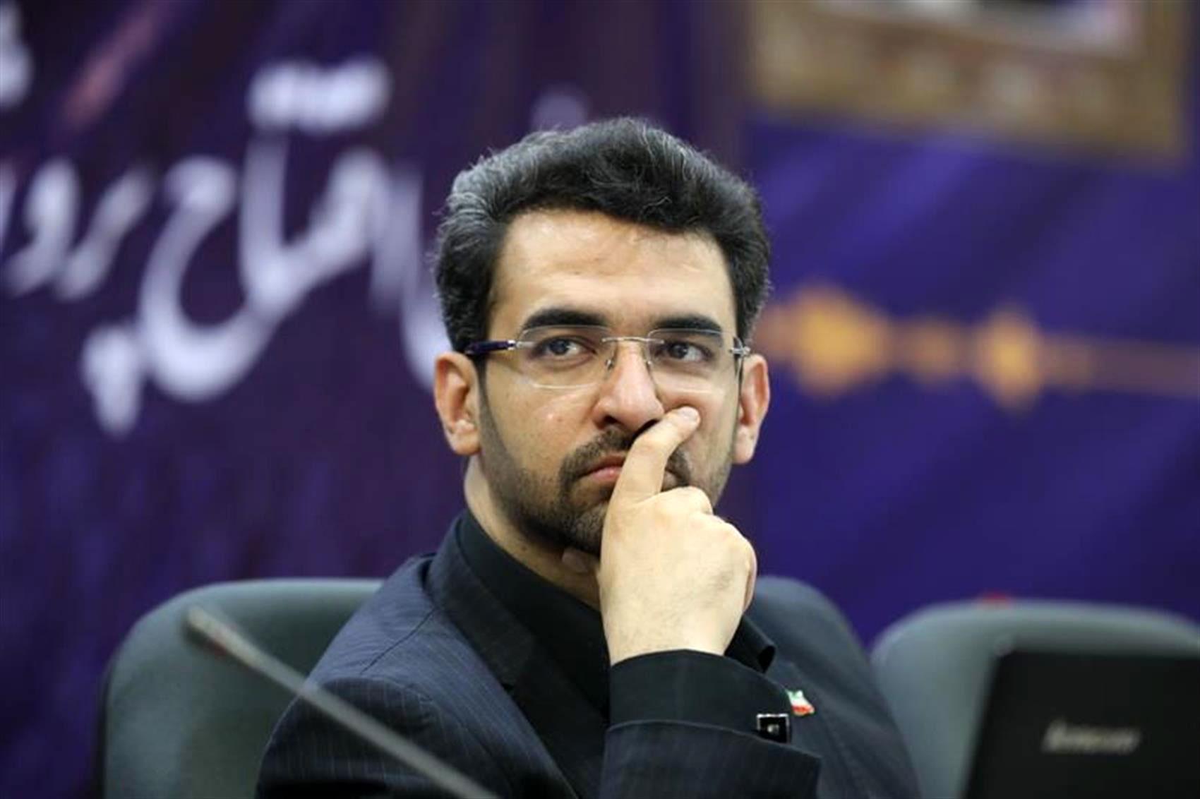 آذری جهرمی می گوید که دست امریکا را از حذف نرم افزارهای ایرانی کوتاه می کند