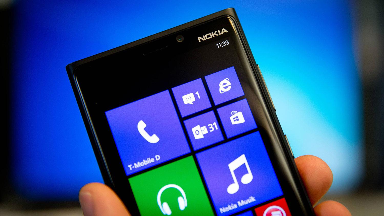 بیل گیتس از شکست ۴۰۰ میلیارد دلاری در زمینه موبایل های هوشمند می گوید