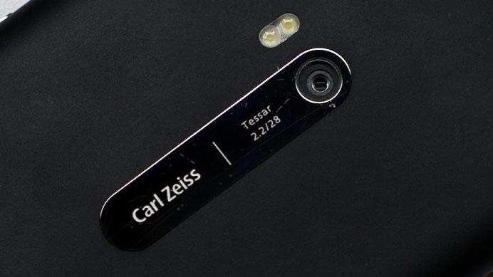مدیر عامل زایس با دوربین ۶۴ مگاپیکسلی موبایل موافق نیست