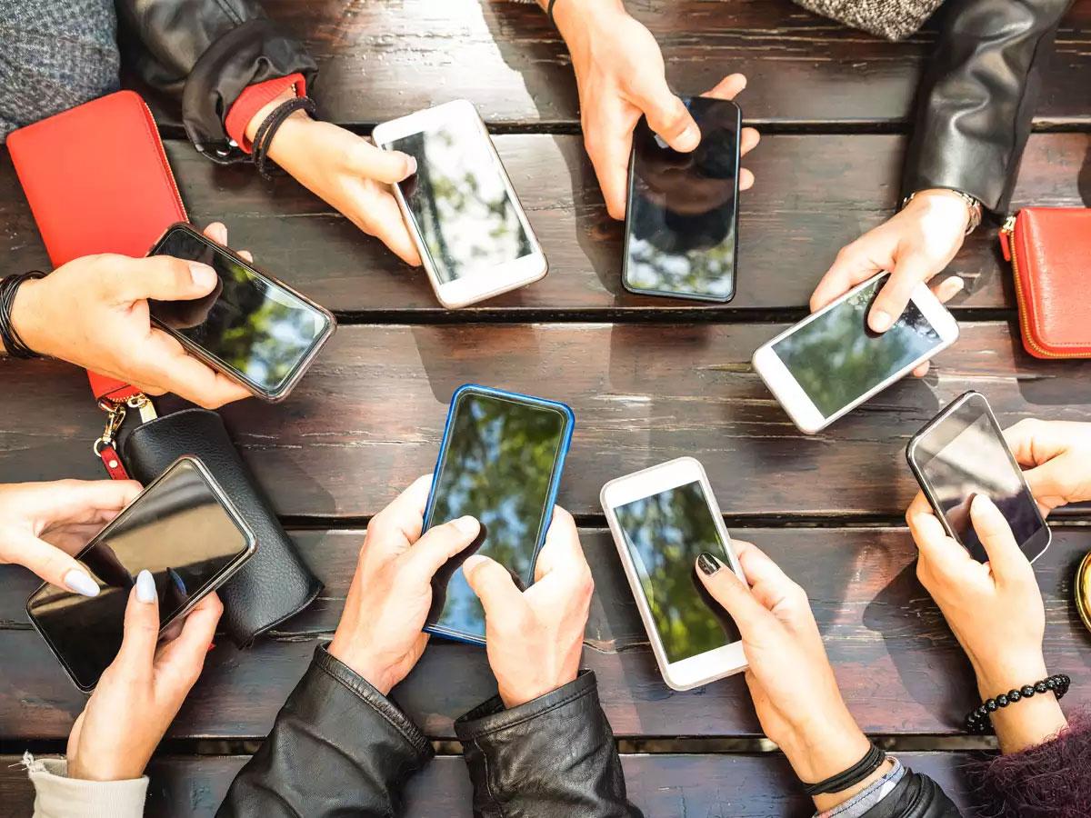 افزایش واردات موبایل به کشور احتمال کاهش قیمت را بالا برد