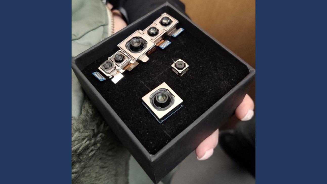 اندازه ماژول های دوربین شیائومی سی سی ۹ پرو را ببینید