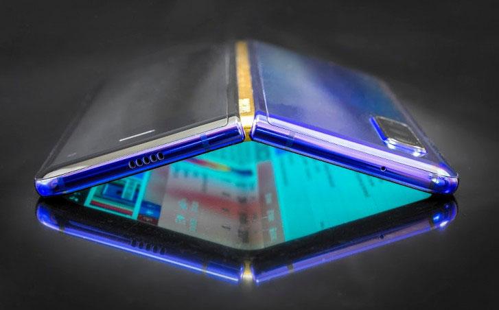 گلکسی فولد ۲ با دوربین سلفی زیر نمایشگر