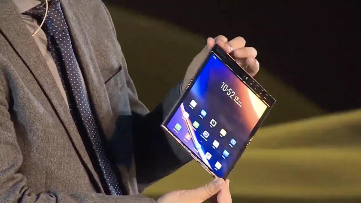 گوشی تاشو فلکس پای ۲ رسما معرفی شد