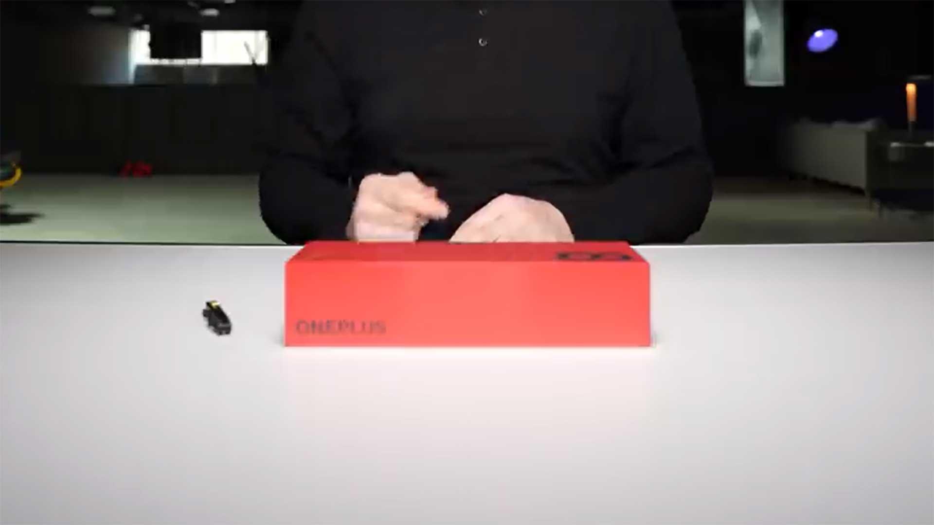 آنباکسینگ وان پلاس ۸ پرو را ببینید: طعنه به هواوی!