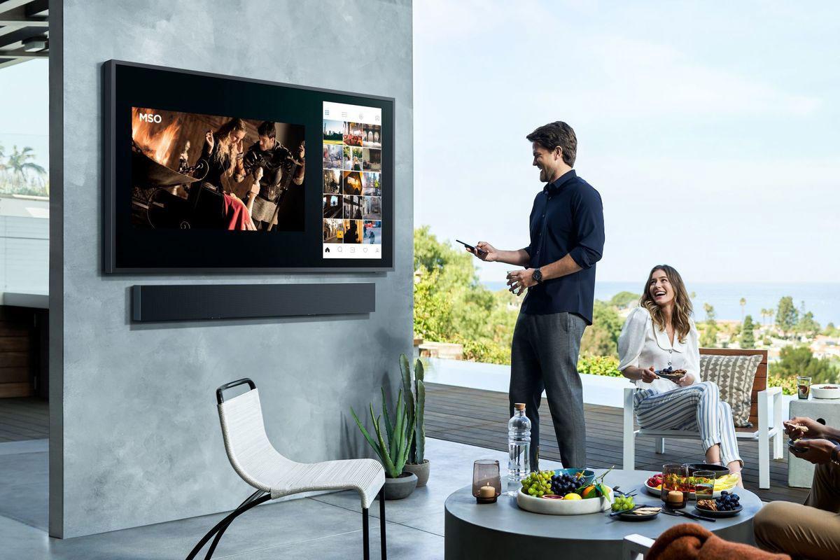 تلویزیون سامسونگ تراس (Samsung Terrace) با پنل QLED با روشنایی ۲۰۰۰ نیت رسما معرفی شد