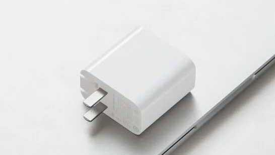 شارژر ۶۵ وات شیائومی با قابلیت شارژ لپتاپ به قیمت ۱۴ دلار رسما ارایه شد