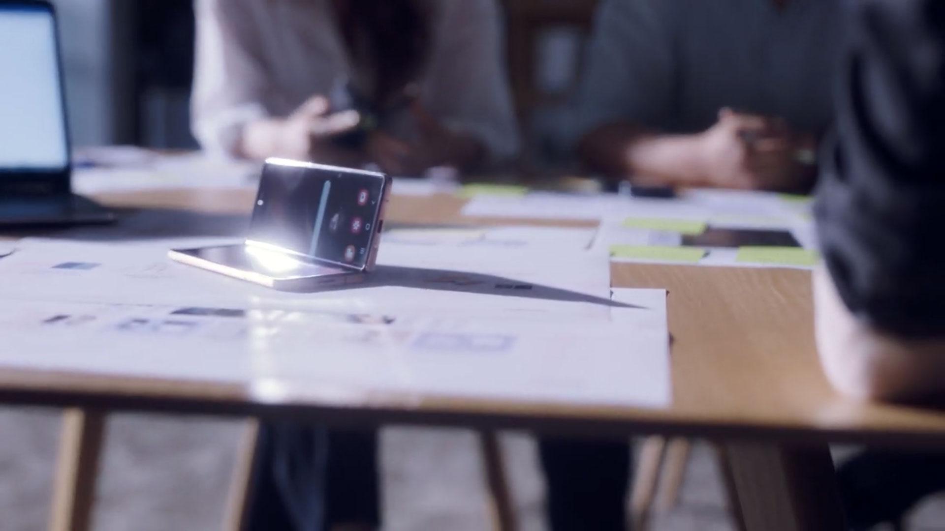 ناگفته های طراحی گلکسی زد فولد ۲ سامسونگ را تماشا کنید
