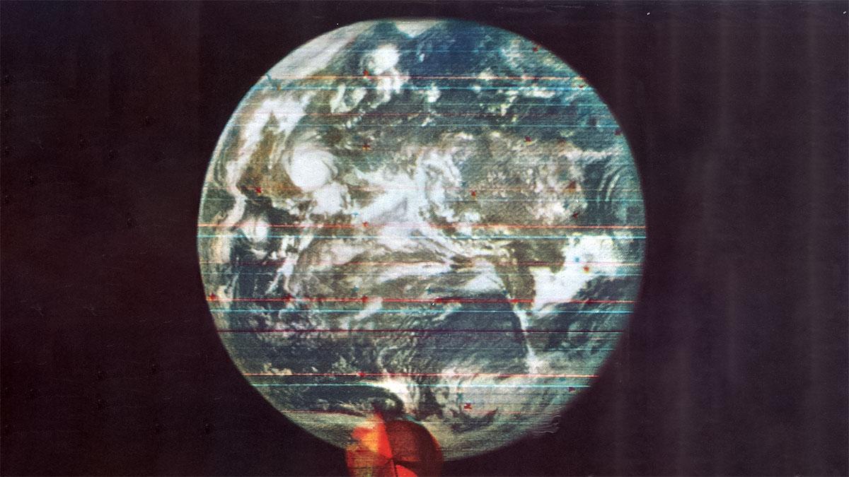 اولین تصویر رنگی زمین که از فضا ثبت شده است