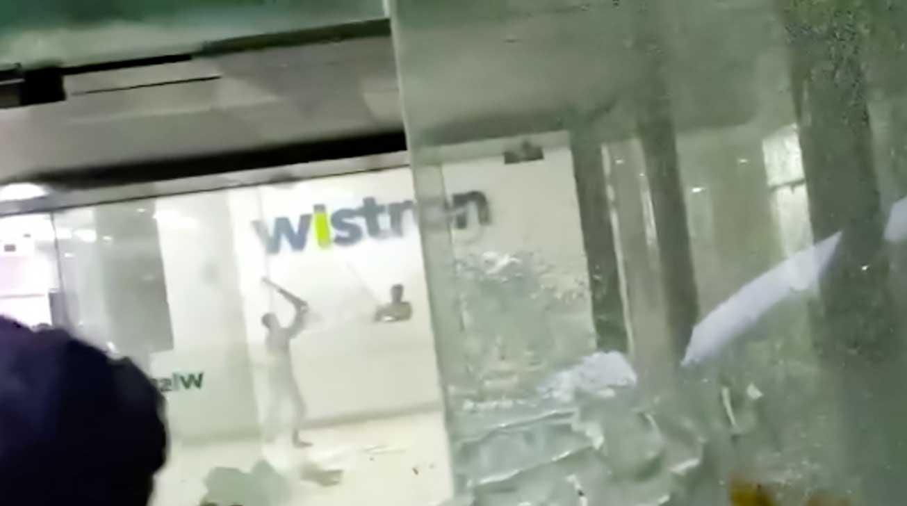 شورش کارگران در کارخانه تولید آیفون ویسترون هند به دلیل کمبود حقوق