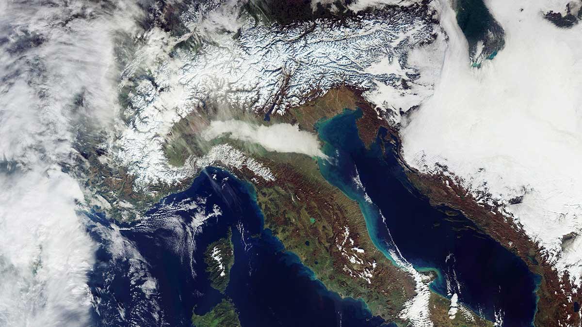 تصویر ماهواره ای کوه های برفی آلپ : ثبت شده با ماهواره Sentinel-3