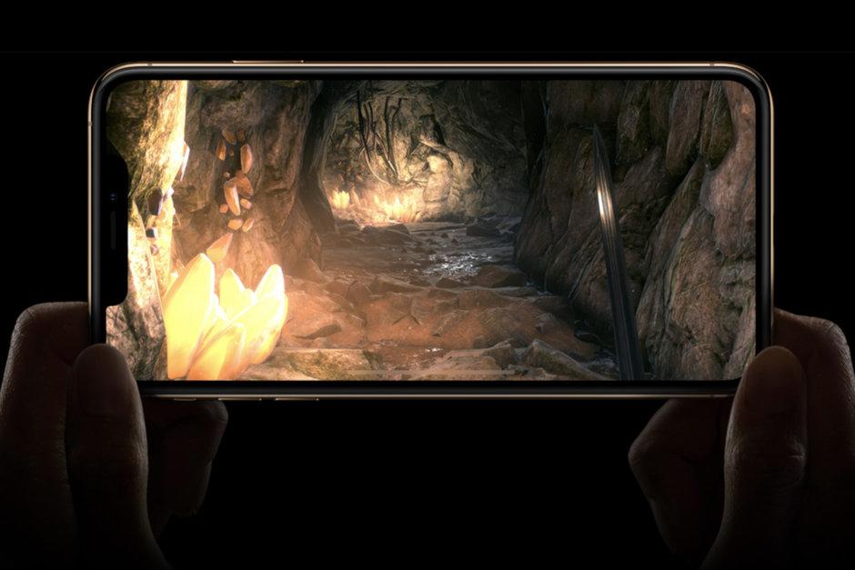 رفرش ریت صفحه نمایش آیفون ۱۳