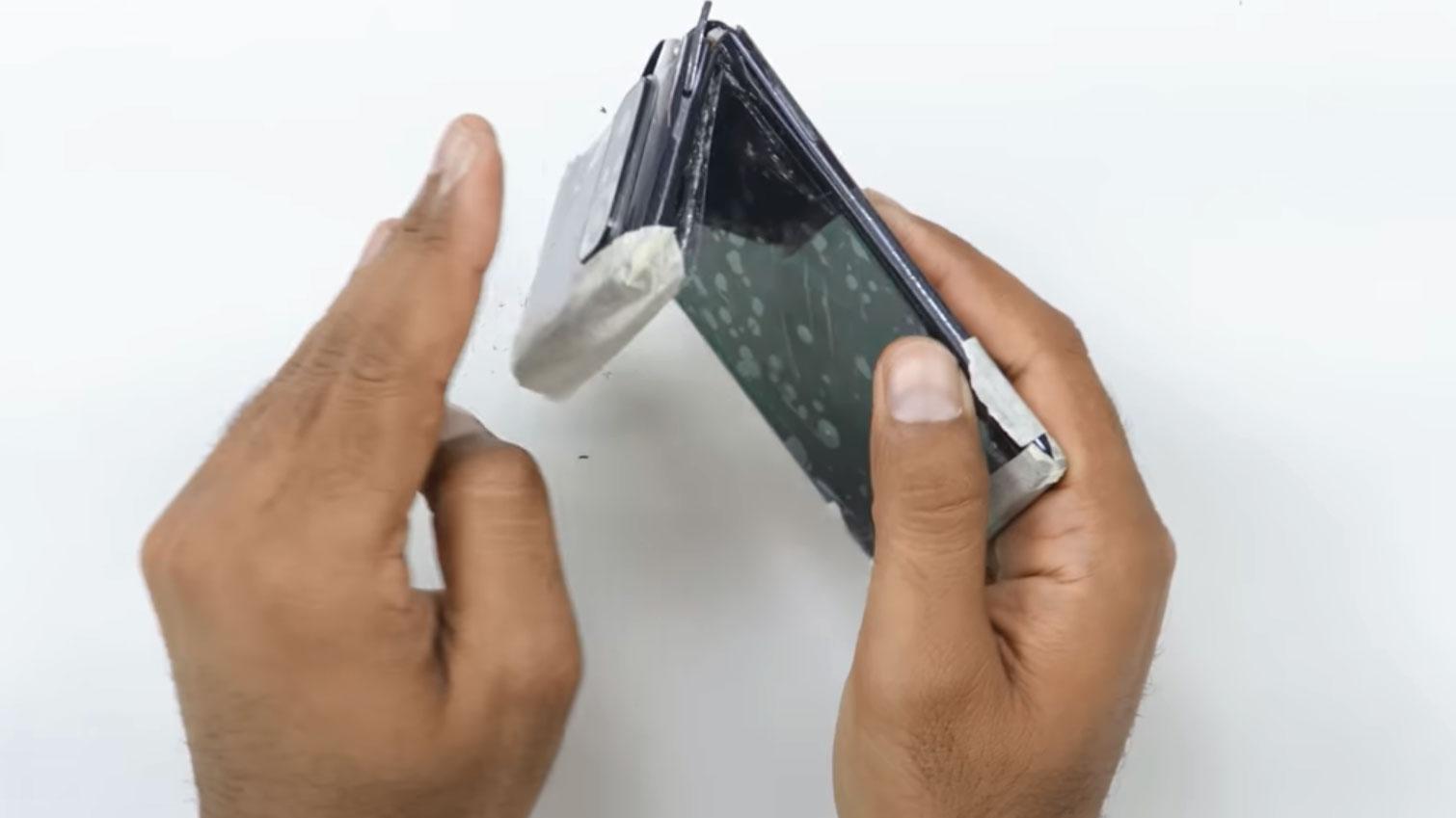 تست خم شدن Redmi Note 10 Pro Max و ضد آب بودن آن را تماشا کنید: گوشی تاشو جدید ردمی؟!