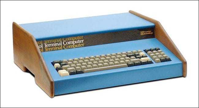رایانه شخصی Sol-20 که در ۱۹۷۶ عرضه شد دارای کیبورد عددی بود