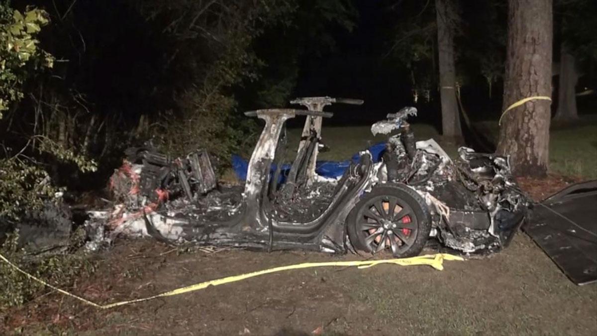 تصادف و آتش سوزی خودرو تسلا