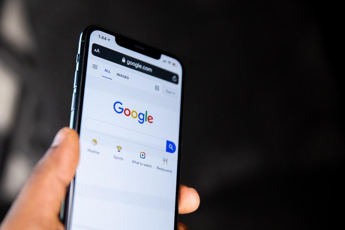قابلیت حذف تاریخچه جستجو ۱۵ دقیقه اخیر توسط گوگل برای کاربران آیفون ارائه شد