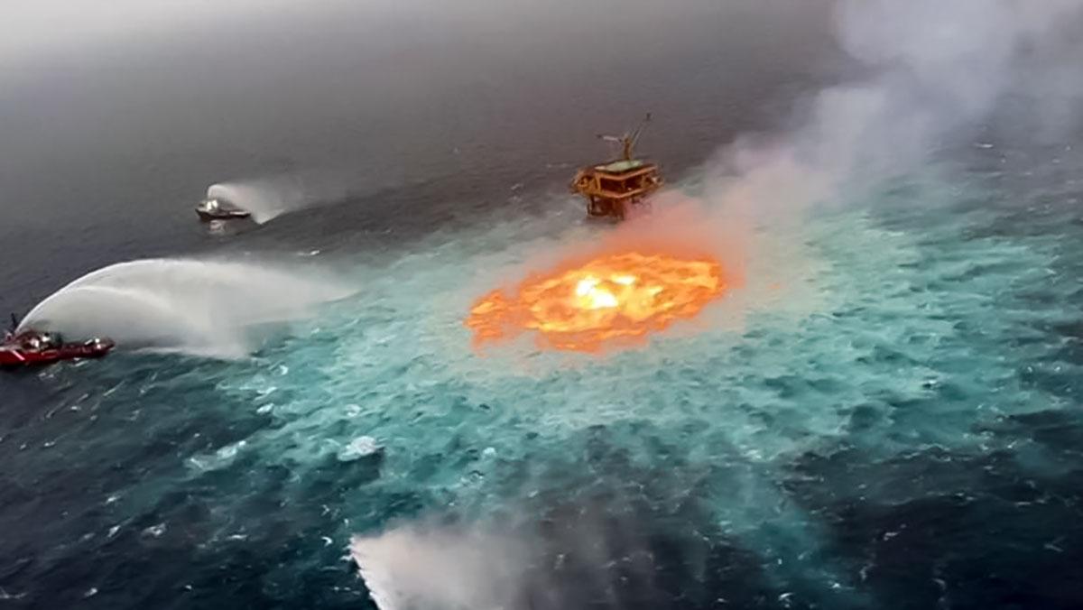 """ویدیو آتش زیر آب معروف به """"چشم آتش"""" در خلیج مکزیک مروبط به چیست؟"""