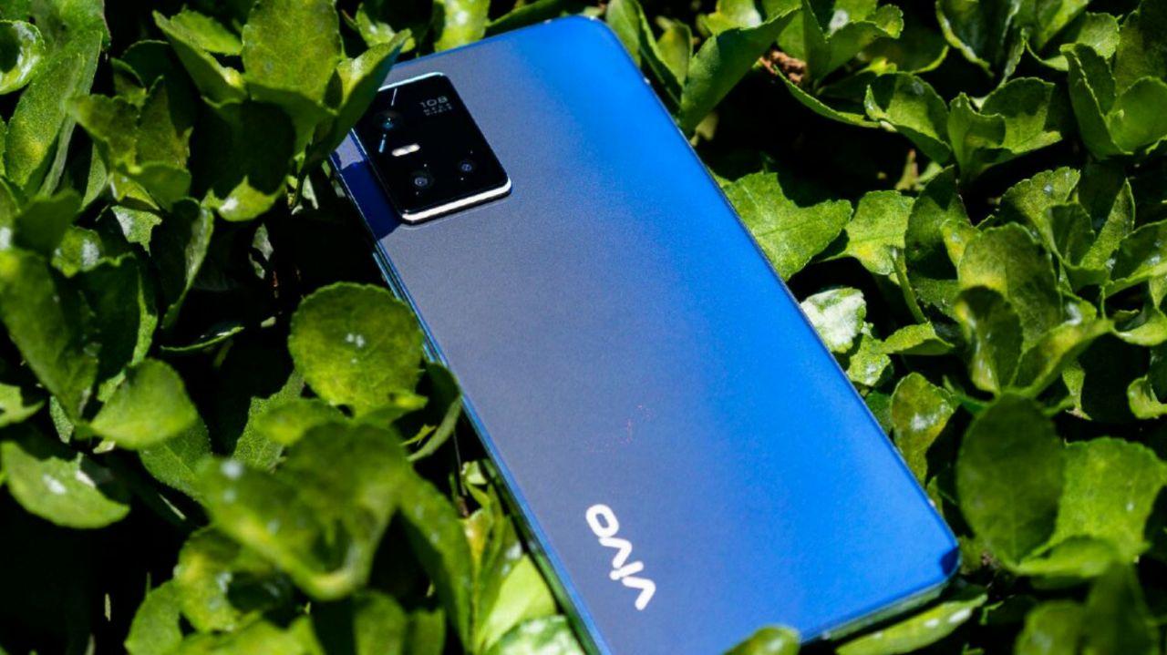 شیائومی بر روی گوشی هوشمند با قاب پشتی فوتوکرومیک مانند Vivo S10 کار میکند
