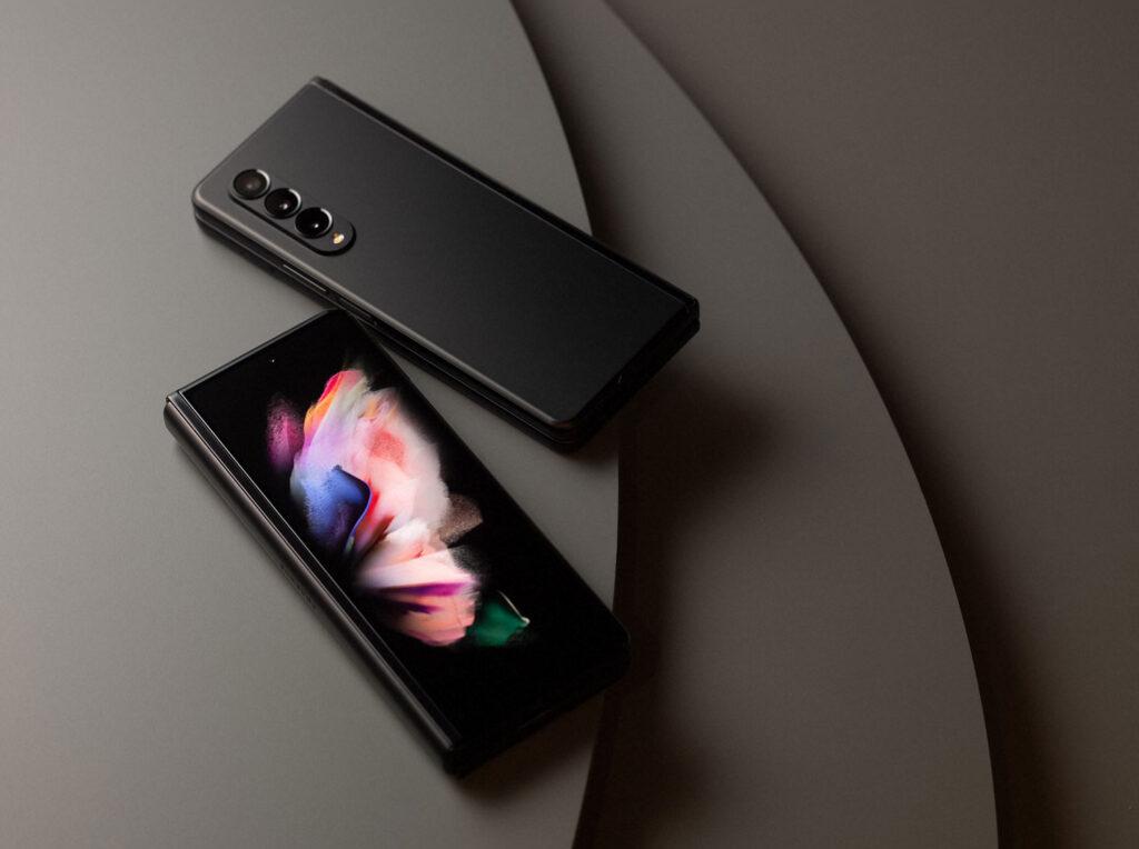 نمایشگر بیرونی Galaxy Z Fold 3