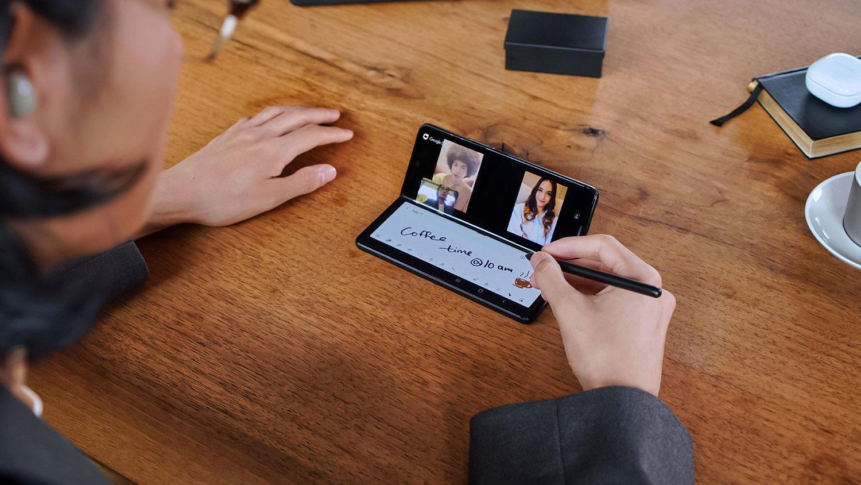گلکسی زد فولد ۳ سامسونگ رسما معرفی شد: گوشی تاشو 5G و ضدآب
