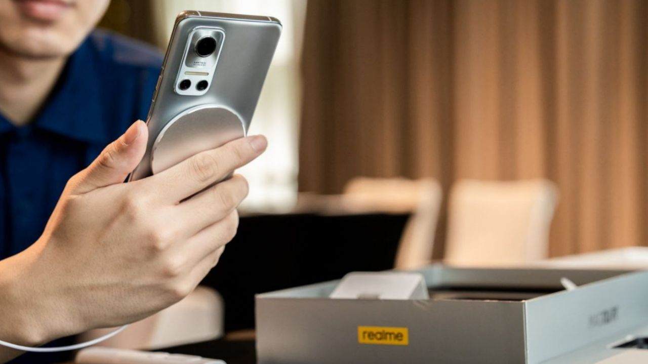 مشخصات Realme Flash اعلام شد: اسنپدراگون ٨٨٨ پلاس و سنسور ۵٠ مگاپیکسلی
