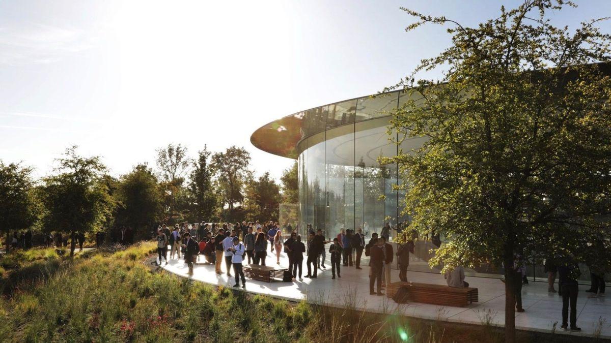 اپل بازگشت کارمندان خود به کار حضوری را تا ژانویه ۲۰۲۲ به تعویق انداخت