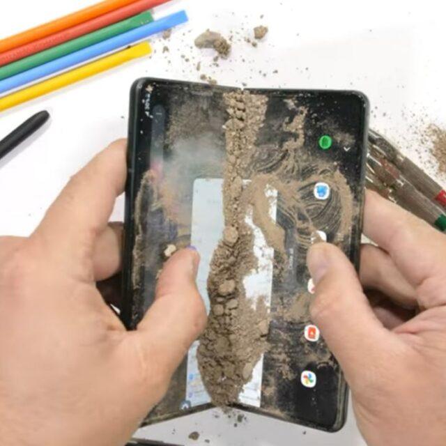 تست مقاومت Galaxy Z Fold 3