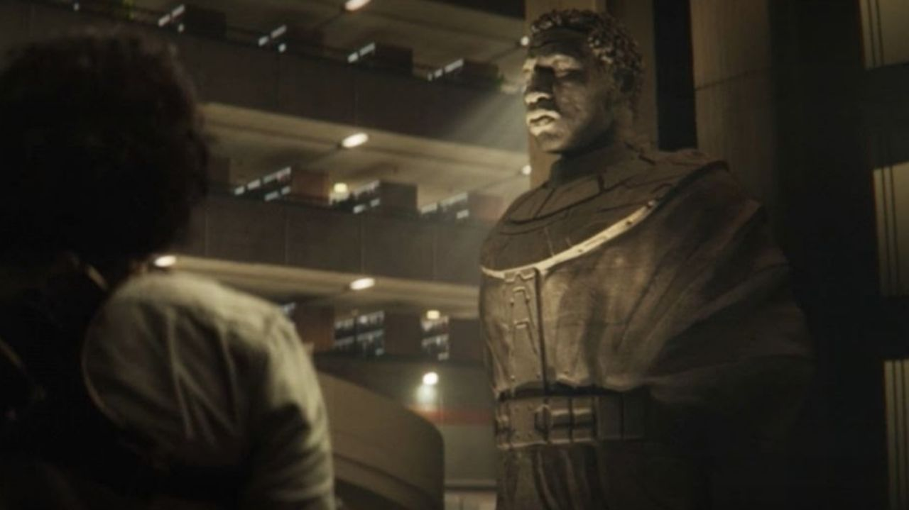 مجسمه کانگ فاتح در قسمت آخر سریال لوکی