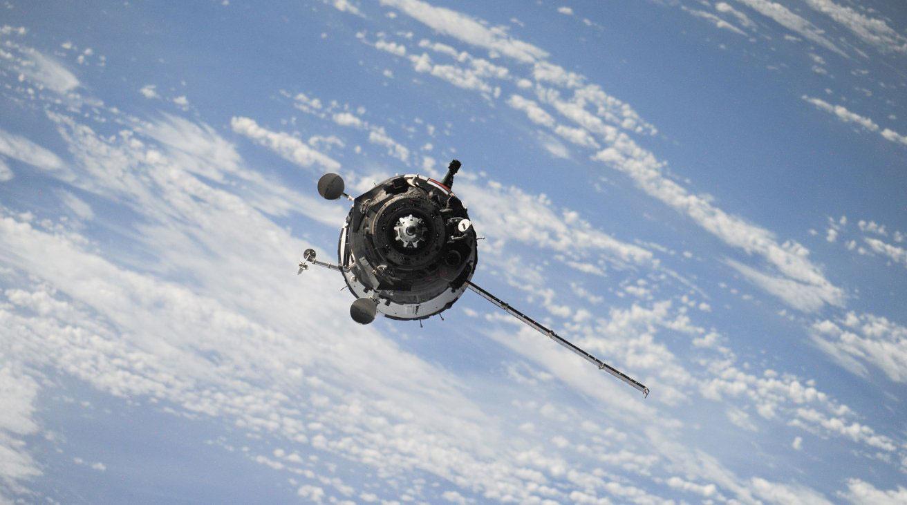 ارتباط ماهواره ای آیفون ۱۳ محدود به برخی بازارها خواهد بود