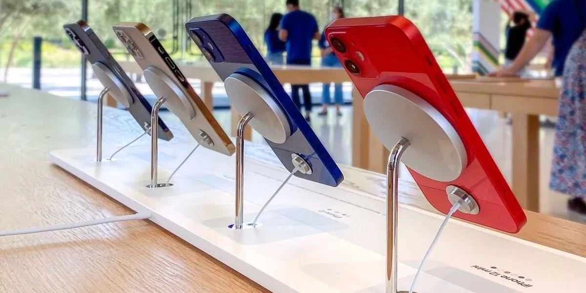 سهم آیفون اپل در بازار موبایل درشرف معرفی آیفون ۱۳ به رتبه ۴ سقوط کرد